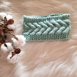 Accessories - Beautiful crochet Herringbone eat warmer head wrap